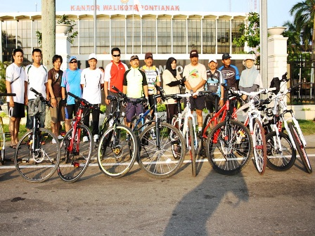 komunitas-pegawai-naik-sepeda